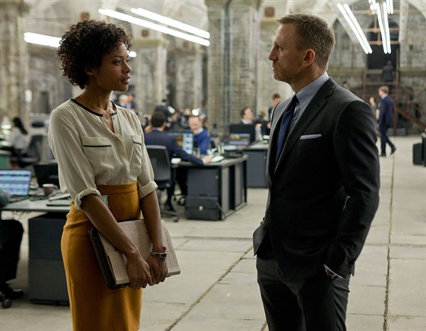 Naomie-Harris-Eve-Daniel-Craig-James-Bond-Skyfall